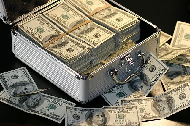 kufr a peníze.jpg