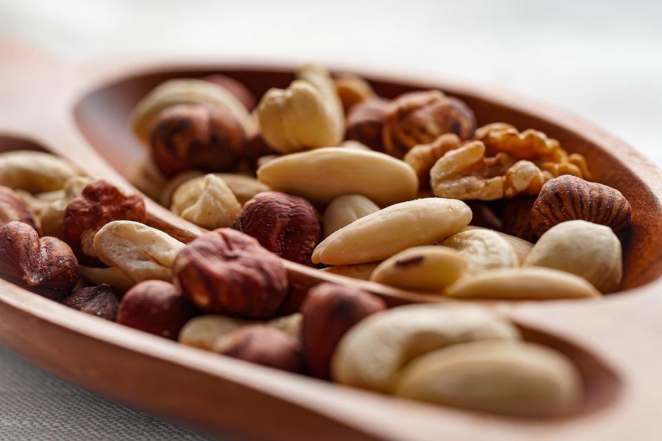nuts-5501214_960_720